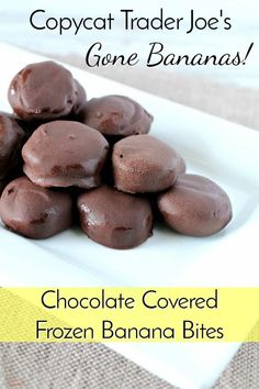 Chocolate Covered Banana Bites - Simple and Seasonal Indulge in a sweet treat without going completely overboard with these Chocolate Covered Banana Bites! The crispy chocolate shell is perfect with frozen banana slices. Frozen Banana Recipes, Frozen Banana Bites, Frozen Desserts, Frozen Treats, Snack Recipes, Dessert Recipes, Snacks, Cat Recipes, Drink Recipes