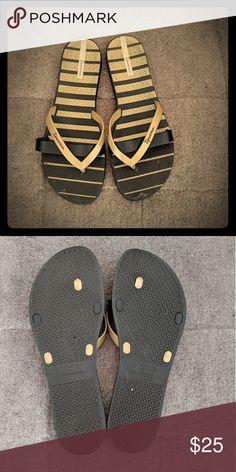 ee2755300 Ipanema Flip Flops Gold Black Ipanema Flip flops Ipanema Shoes Sandals