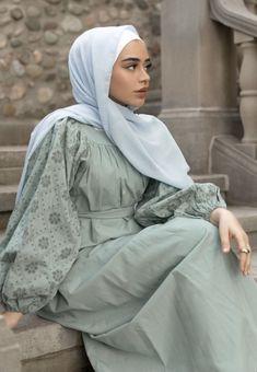 Hijab Style Dress, Modest Fashion Hijab, Modern Hijab Fashion, Modesty Fashion, Hijab Fashion Inspiration, Abaya Fashion, Muslim Fashion, Fashion Outfits, Fancy Dress Design