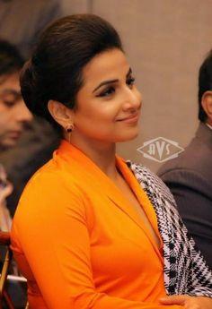 stars pixvix: Vidya Balan Hot in Saree at IIFA Awards 2014.