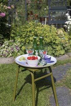 Kesäniitty Tray   Pentik Summer 2018   Designed by Lasse Kovanen, Kesäniitty (Summer Meadow) pattern charms with wild meadow flowers and butterflies. Its fresh colours and light watercolour-like look bring plenty of beauty to your summer home.