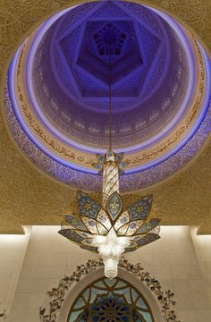 Dome and chandelier - Sheikh Zayed Grand Mosque ,Abu Dhabi, United Arab Emirates