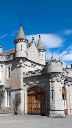 Places To Travel, Travel Destinations, Holyrood Palace, Stirling Castle, Scotland Castles, Edinburgh Castle, Cathedrals, Great View, Vacation Ideas