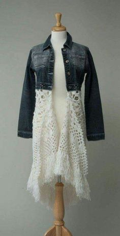 Good ideas for upcycling denim with crochet - Upcycled Clothes Refashioning Diy Clothing, Sewing Clothes, Crochet Clothes, Clothes Refashion, Crochet Skirts, Artisanats Denim, Denim And Lace, Denim Skirt, Diy Fashion