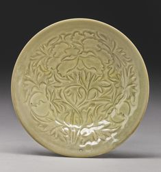 A CARVED 'YAOZHOU' BOWL NORTHERN SONG DYNASTY Ceramic Clay, Ceramic Plates, Pottery Sculpture, Chinese Ceramics, Pottery Designs, Chinese Art, China, Auction, Carving