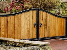 Wooden Driveway Gates with solid metal frame. North Valley Forge don't just make wooden gates! We create stunning gates with timber in metal frames. Front Gate Design, Door Gate Design, House Gate Design, Fence Design, Wrought Iron Driveway Gates, Metal Gates, Wooden Gates, Gates Driveway, Wooden Electric Gates