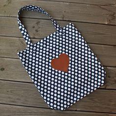 4 Freizeiten: Mit Herz und Punkten zum Taschen-Sew-Along, Stoffbeutel Oma's Liebling von Farbenmix, Applikation Herz Kunstleder