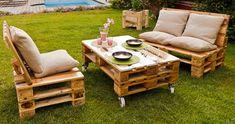 DIY garden furniture and decoration wooden pallets patio table sofas Diy Pallet Sofa, Wooden Pallet Furniture, Pallet Patio, Diy Sofa, Recycled Furniture, Wooden Pallets, Pallet Chairs, Coffee Table Plans, Palette Diy