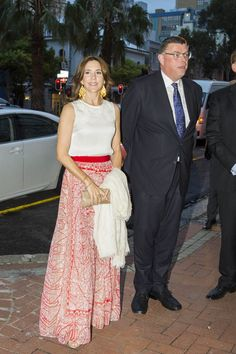 Mary sported a great red and cream-coloured skirt from Italian fashion designer Giambattista Valli.