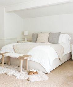 Stick to Neutrals for a Classic Bedroom Ideas Yatak odası – home accessories Cozy Bedroom, Home Decor Bedroom, Master Bedroom, Bedroom Ideas, Decor Room, White Bedroom, Home Interior, Interior Design, Minimal Bedroom