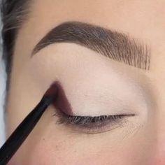 eye makeup videos tutorial for beginners . eye makeup videos tutorial step by step . Makeup Eye Looks, Beautiful Eye Makeup, Full Face Makeup, Eye Makeup Tips, Makeup Art, Amazing Makeup, Easy Makeup, Makeup Style, Glitter Eye Makeup