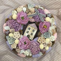 Burlap Wreath, Christmas Wreaths, Diy, Home Decor, Crown Cake, Christmas Garlands, Homemade Home Decor, Holiday Burlap Wreath, Bricolage