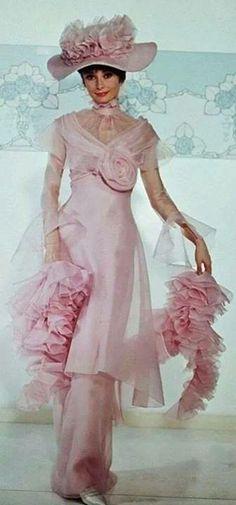 Audrey Hepburn As Eliza Doolittle - My Fair Lady Gown By Cecil Beaton My Fair Lady, Audrey Hepburn Born, Audrey Hepburn Photos, Costume Hollywood, Eliza Doolittle, Cecil Beaton, Movie Costumes, Ballet Costumes, Mode Vintage