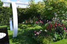 Breast Cancer Now Garden: Through the Microscope by designer Ruth Willmott. Chelsea Flower Show 2017.