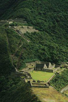 Choquequiral, Perú  http://mochileros.org/choquequirao-peru/                                                                                                                                                      Más