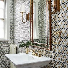 Love the  honeycomb hexagon style wallpaper in this bathroom