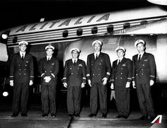 From 1967 the Big Apple is closer. Here you are the crew of our first flight to #NewYork. Douglas DC-8 Aircraft.