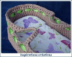 crochet : Tous les messages sur crochet - Page 2 - Inspirations Créatives Baby Nest, Bitty Baby, Boot Cuffs, Crochet Slippers, Bare Foot Sandals, Crochet Designs, Crochet Baby, American Girl, Doll Clothes