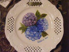 Hydrangea on a ceramic plate. Original oil painting.