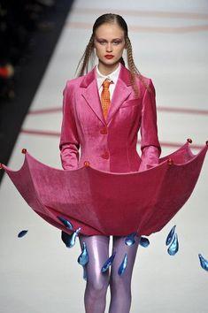 welcome in the world of fashion — Agatha Ruiz de la Prada Milan Fashion Week Fall. Fashion Fail, Weird Fashion, High Fashion, Fashion Show, Fashion Design, Fashion Weeks, Fall Fashion, Couture Fashion, Runway Fashion