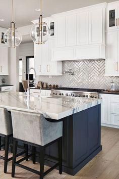 20 Unique Remodel Kitchen Design Ideas For Upgrade This Fall White Kitchen Ideas Design Fall Ideas Kitchen Remodel Unique Upgrade Modern Kitchen Design, Interior Design Kitchen, Home Design, Design Ideas, Minimal Kitchen, White Kitchen Designs, Closed Kitchen Design, Kitchen Counter Design, Masculine Kitchen