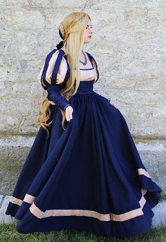 Renaissance robe Costume historique XVI par MariaHellerDesigns