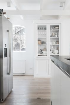 chez daniela lange the style files 1 3 Modern Farmhouse Kitchens, Home Kitchens, Kitchen Dining, Kitchen Decor, Nice Kitchen, Kitchen Cupboard, Open Kitchen, Architecture Design, Beautiful Kitchens