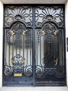 Building door on rue Guynemer in Paris Gate Wall Design, Front Door Design, Black Front Doors, Wood Front Doors, Metal Gates, Wrought Iron Doors, Steel Gate, Steel Doors, Cast Iron Fence
