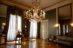 Nymphenburg Palace. 大吊燈的房間