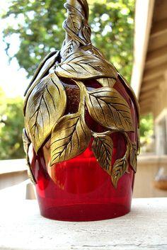 Red Glass Gold Vinesclose Up Glass Bottle Crafts, Wine Bottle Art, Painted Wine Bottles, Diy Bottle, Glass Bottles, Decorated Bottles, Feuille Aluminium Art, Red Glass, Glass Art
