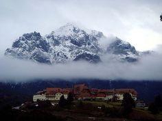 Velo de nubes, y Cerro López como telón de fondo.