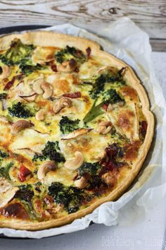 Quiche with broccoli, peppers and cashews Buffet, Bakery Kitchen, Green Bean Recipes, Blueberry Recipes, Zucchini, Comfort Food, Cajun Recipes, Oatmeal Recipes, Lunches