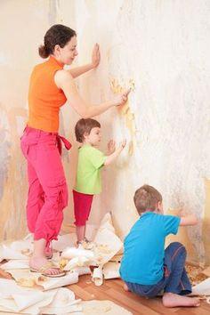 Décoller du papier peint : les 3 méthodes faciles+ une: bicarbonate de soude dans une bassine d'eau chaude/tiède