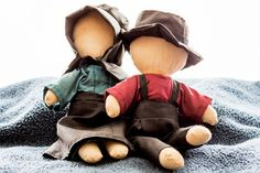 We got these when we were in Lancaster County, PA coming home from our honeymoon. Amish Country, Country Life, Amish Dolls, Amish Crafts, Amish Culture, Amish Quilts, Lancaster County, Sewing Toys, Doll Crafts