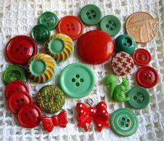 VINTAGE ART DECO  RETRO DESIGNS PLASTIC BUTTONS inc GREEN SQUIRREL  RED BOWS