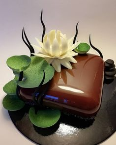 Image may contain: food Chocolate Art, Chocolate Desserts, Fun Desserts, Beautiful Desserts, Beautiful Cakes, Amazing Cakes, Mirror Glaze Cake, Fantasy Cake, Chocolate Sculptures