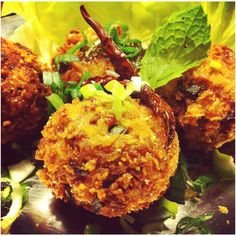 Laab Tod Crispy Croquettes of Thai Minced Pork, Mint and Roasted Rice Salad. Bind everything to form a ball with Egg and Steamed Rice then coat with Panko Breadcrumbs. Rice Salad, Steamed Rice, Thai Style, Thai Recipes, Bread Crumbs, Tandoori Chicken, Cauliflower, Balls