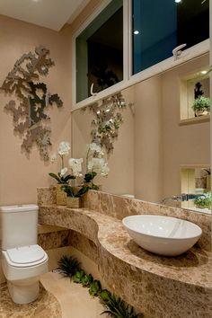 Casa Malibu: Banheiros modernos por Arquiteto Aquiles Nícolas Kílaris Bathroom Counter Decor, Bathroom Furniture, Small Bathroom, Bathroom Tile Designs, Modern Bathroom Design, Bathroom Interior Design, Toilet Design, Shower Remodel, Bathroom Inspiration