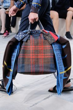 Catwalk photos and all the looks from Louis Vuitton Spring/Summer 2017 Menswear Paris Fashion Week