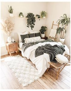 White and green bedroom with indoor plants and pampas #sleeping #room #ideas #small #sleepingroomideassmall Bring life into your space with lots of plants @rachelkathleenhome ⁠🌿. Plants provide numerous health benefits as well, including clean air, allergy and stress relief, an increase in focus, better mental and emotional health, and even better sleep! Click the image to try our free home design app. (Keywords: bedroom ideas, bedroom decor, master bedroom ideas, boho bedroom, dream rooms… Bedroom Green, Room Ideas Bedroom, Small Room Bedroom, Home Decor Bedroom, Master Bedroom, Bedroom Wall, White Bedroom Decor, Bedroom Quotes, Bedroom Signs