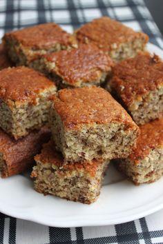 Banankage – Mia Sommer Vegan Treats, Vegan Desserts, Vegan Recipes, Vegan Food, Queso, Baked Goods, Banana Bread, Deserts, Food Porn