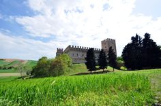 Il Castello della Rancia e Tolentino Monument Valley, Ranch, Vineyard, Waterfall, To Go, Italy, Mansions, House Styles, Places