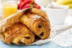 Pour le plaisir des petits et grands gourmands, quoi de meilleurs que des pains au chocolat fait maison ! ...