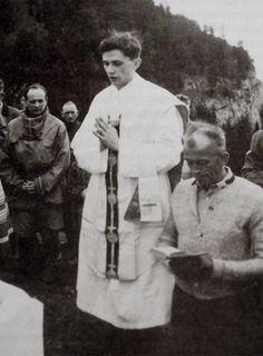 Introibo ad Altare Dei (Joseph Ratzinger as a young priest).