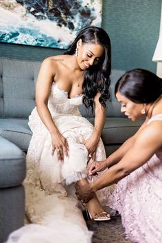 Jessica and Quincy's Gorgeous Ballroom Wedding in Dallas Jessica and Quincy's Gorgeous Ballroom Wedding in Dallas munaluchibridal. Diy Wedding Hair, Dream Wedding, Wedding Dresses, Wedding Things, African American Weddings, Wedding Consultant, Black Couples Goals, Courthouse Wedding, Ballroom Wedding