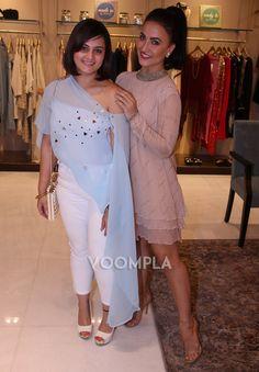 Best Friends Elli Avram and Shweta Rohira. Click Here >> Voompla.com