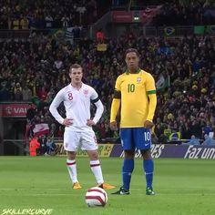 Ronaldinho Skills, Neymar Videos, Football Gif, Football Cleats, Soccer, Hugo Lloris, Sergio Aguero, Line Photography, Futbol