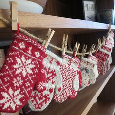 24 mini mittens to use as an advent calendar or tree decorations.