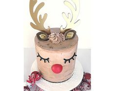 Christmas party decorations with a Reindeer cake Christmas Themed Cake, Christmas Birthday Party, Christmas Party Decorations, Christmas Treats, Christmas Cakes, 10 Birthday, Christmas 2017, Christmas Desserts, Christmas Time