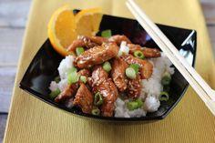 Ázsiai ihletésű pác, ami feldobja a csirkét. Az intenzívebb ízekért készítsd el már egy nappal korábban, de egy óra alatt is fantaszikus lesz tőle a hús.  Szeretem a gyorsan és egyszerűen elkészíthető ételeket, amikkel mégis nagyszerű ízeket érhetünk el. Ahhoz, hogy felbodjunk egy húst, néha csak… Sausage, Food And Drink, Beef, Drinks, Meat, Beverages, Sausages, Drink, Ox